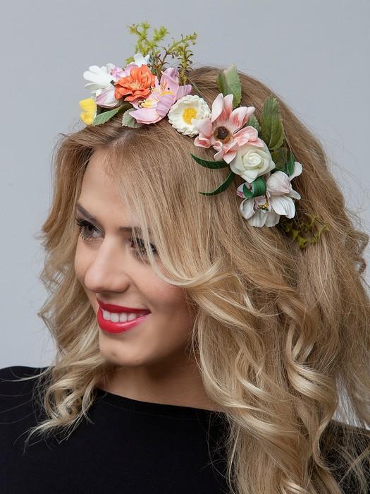 Прическа с ободком с цветами своими руками 69