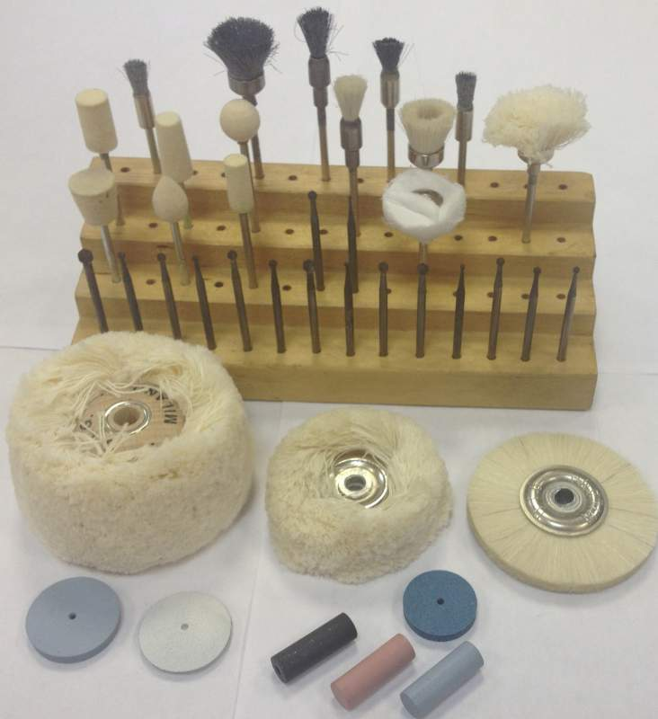 Работать с натуральными камнями интересно, так как можно создавать уникальные авторские ювелирные украшения с разным